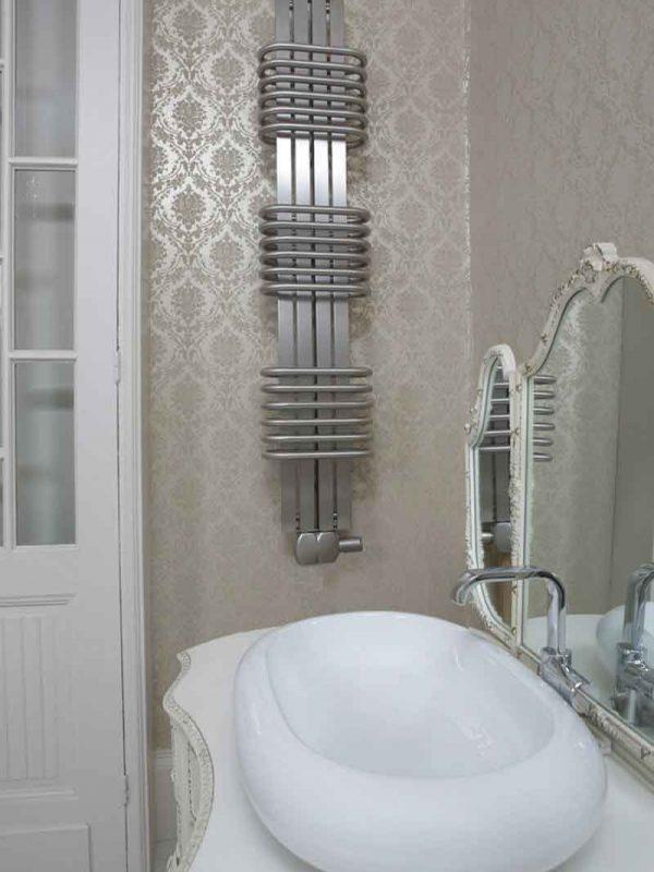 Bolero en rostfri handdukstork för vatten eller el värme
