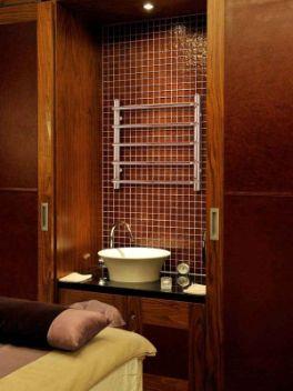 Den vattenburna handdukstorken Ceres i ett badrum.